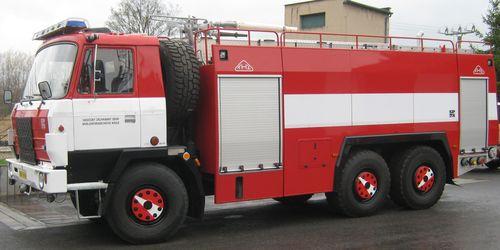 Cisternová automobilová stříkačka CAS 32 TATRA